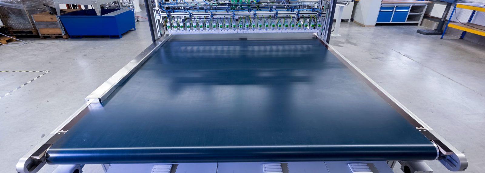 Ansicht der Produktionsanlage für Sandwich Paneele